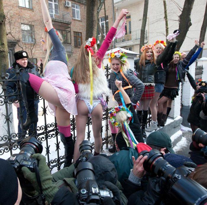 Голые акции протеста